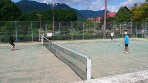 皆元気にテニスを楽しんでます