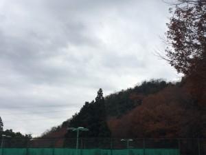 雲は多いがテニスがしやすい天気